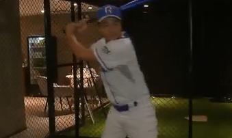 抗晒又减压 室内棒球打一下