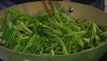制作虾酱炒通菜
