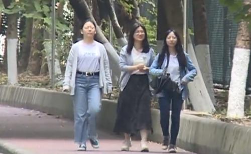 (DV现场)广东进入秋天 气温日较差大