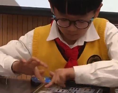 江西南昌:9歲小男孩打破吉尼斯世界紀錄