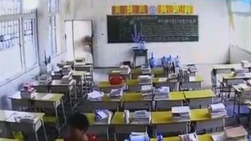 男子暴打女教师 女教师称与男子素未谋面