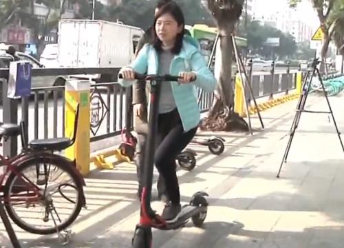 """广州鹭江:""""共享""""电动平板车上路 合法吗?"""