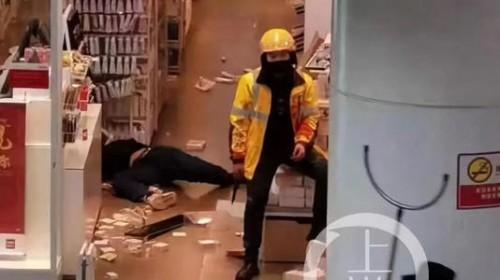 外卖员刺死商场员工 只因取货问题引口角
