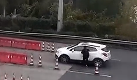 [2019-12-08]城事特搜:私家车撞环卫工后逃逸