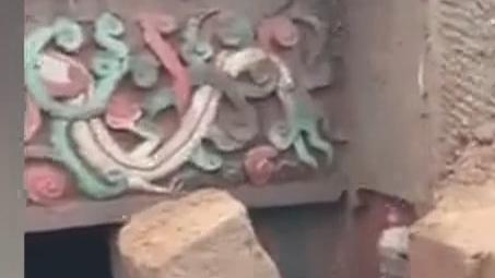 四川出土精美古墓 雕刻精美色彩丰富