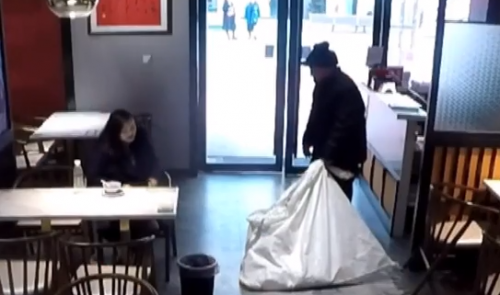 [HD][2020-01-23]你会怎么做:当目睹捡废品的老人遭歧视,你会怎么做?