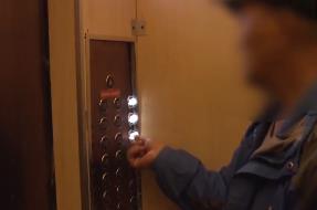深圳:女子乘电梯 遇男子持刀抢劫