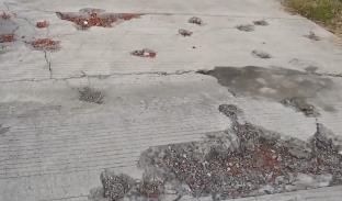 云浮罗定:贫困村村道质量差被截碎 近一年无人管村民出行难