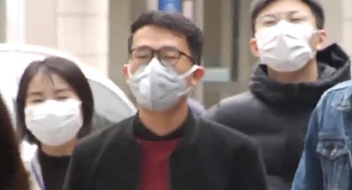 """广州:口罩遭疯抢售罄 有商家涉嫌""""炒高价"""""""
