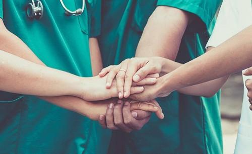 廣州:高齡重癥患者康復出院 良好身體機能戰勝病毒