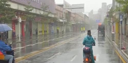 广州白云区 居住小区村社封闭管理 凭防疫通行证进出