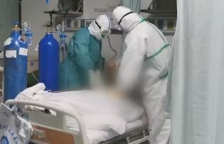 漢口病房實錄:五名護士撐起76名重癥病人一片天