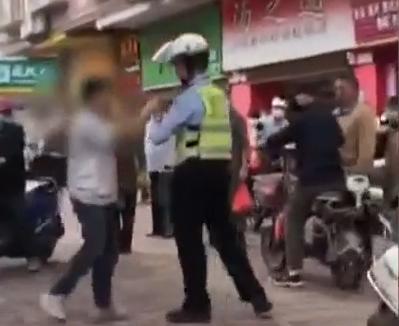 [HD][2020-03-24]今日关注:肇庆:男子辱骂交警还吐口水 又是喝酒惹的祸