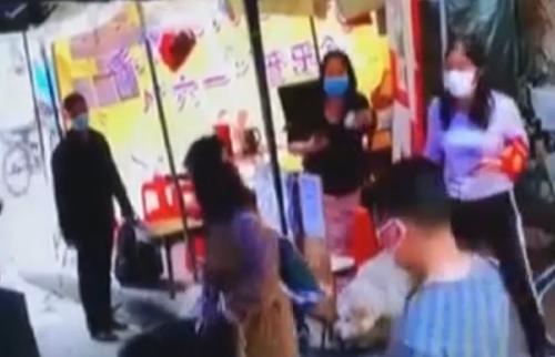 广州:女子进村不扫码 还冲撞志愿者