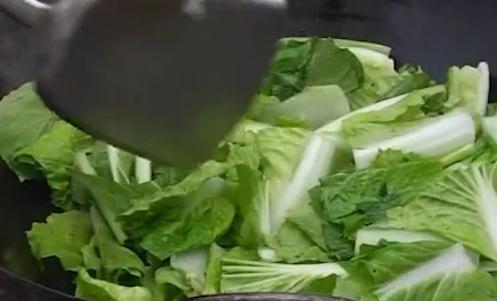 制作拍蒜炒阿里山小白菜