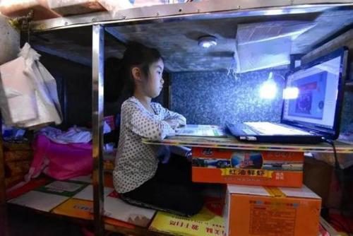 湖北:7歲女孩市場案板下學習一個月