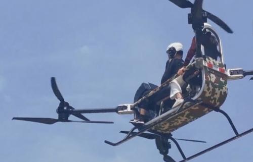 東莞 發明雙人飛行摩托 載重200公斤飛60公里