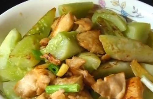 烹饪:鸡胸肉焖黄瓜