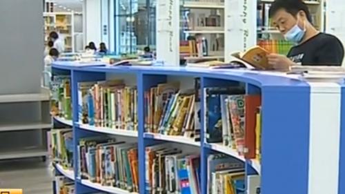 端午假期 图书馆展馆人气旺