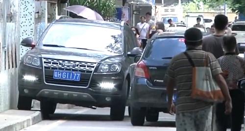 广州:黄村消防通道停满车辆 街道:将进行整治