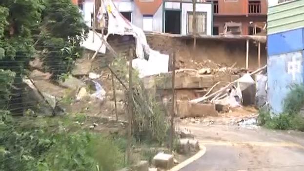 [2019-04-21]DV现场:深圳:工业区平地垮塌致人员被困 现场紧急救援