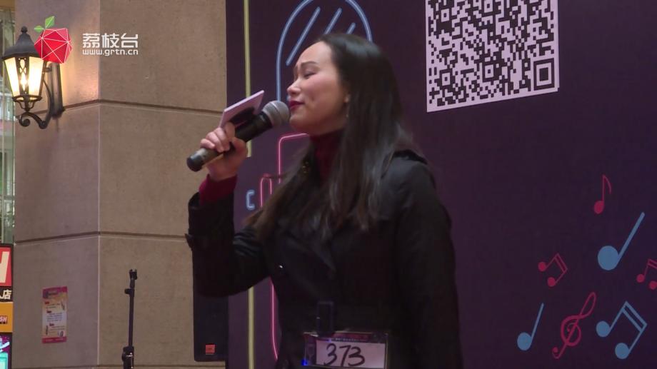 美女李霞英一展歌喉致敬经典