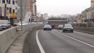 东莞长安:司机遇查车慌不择路 跳下7米高隧道