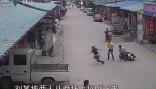 鼎湖:歹徒当街抢金链逃不过当地群众围捕