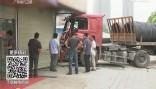 广州白云区北太路:挂车失控撞上档口 为避让行人?