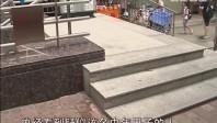 广州:上班高峰期 中年男子路边身亡