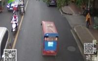 梅州梅城:幼儿园放学后搭上校车 11名孩子离奇失踪