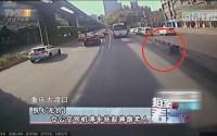 20170510《拍案看天下》良心无价!女公交司机停车扶起摔倒老人