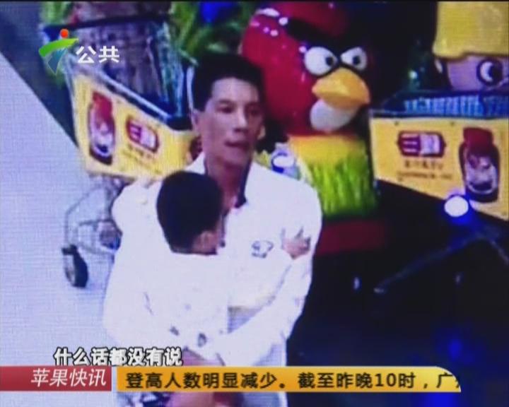 网曝:湛江一男子  当众虐打孩子?