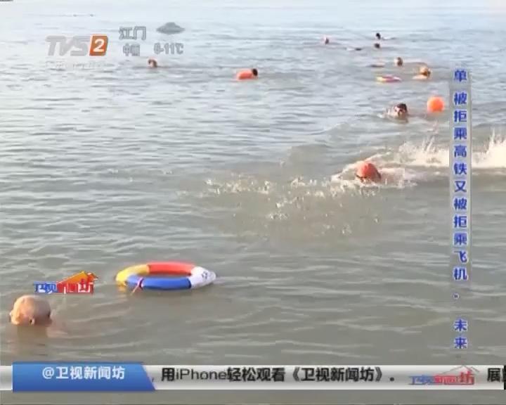揭阳:60多位老年冬泳爱好者畅游榕江