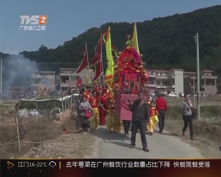 """肇庆广宁:万人""""抢花炮"""" 祈求国泰平安"""