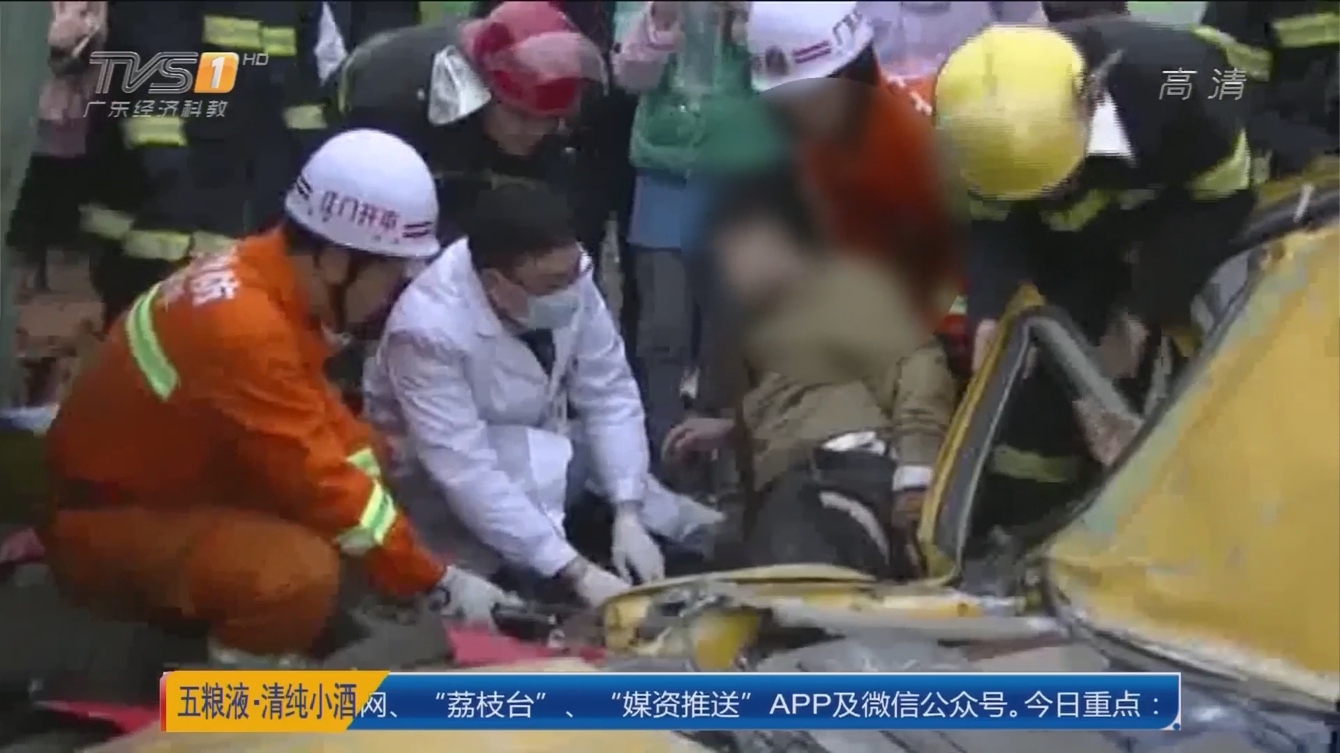 江门开平月山镇:货柜掉落压两车 致一死三伤