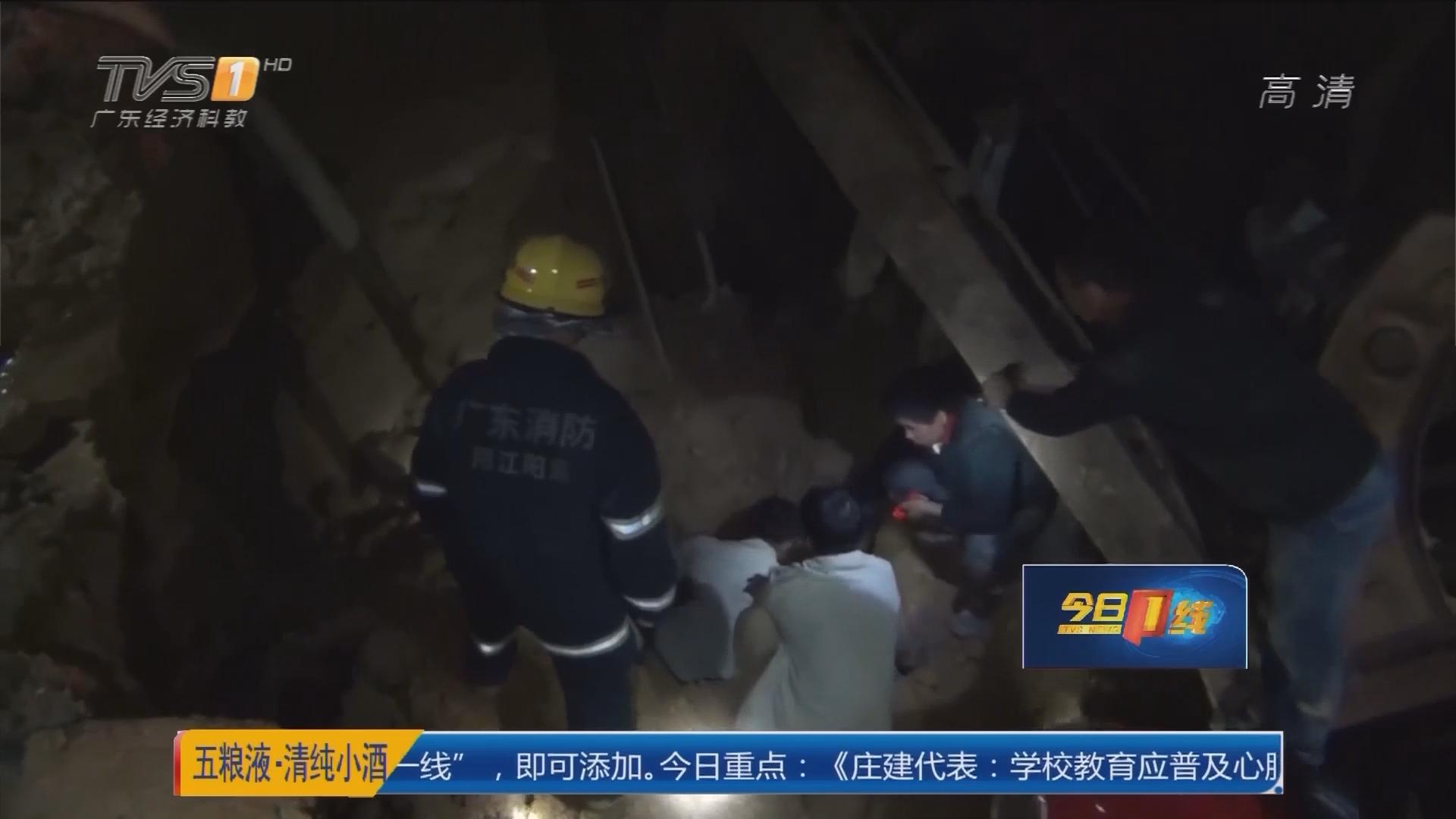 阳江阳东:工人意外跌深坑 消防紧急救出