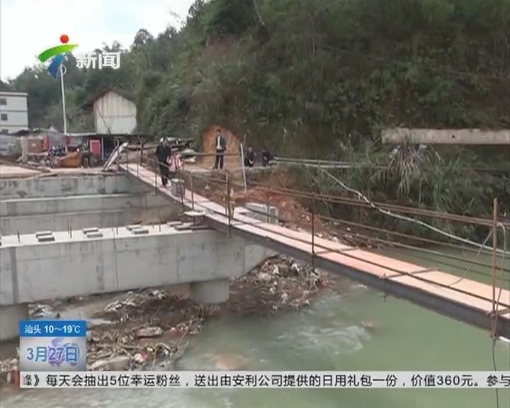 梅州:洪水冲垮便桥 村民出行好难