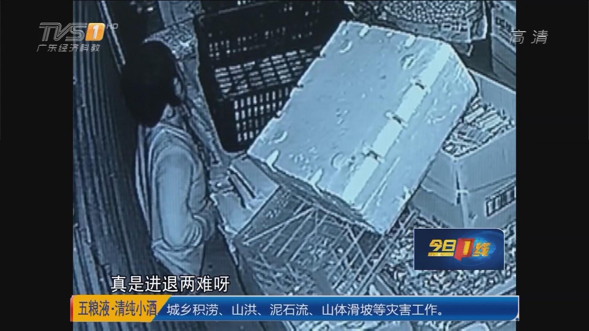 惠州惠城区:笨贼盗窃水果店 被卡卷闸门