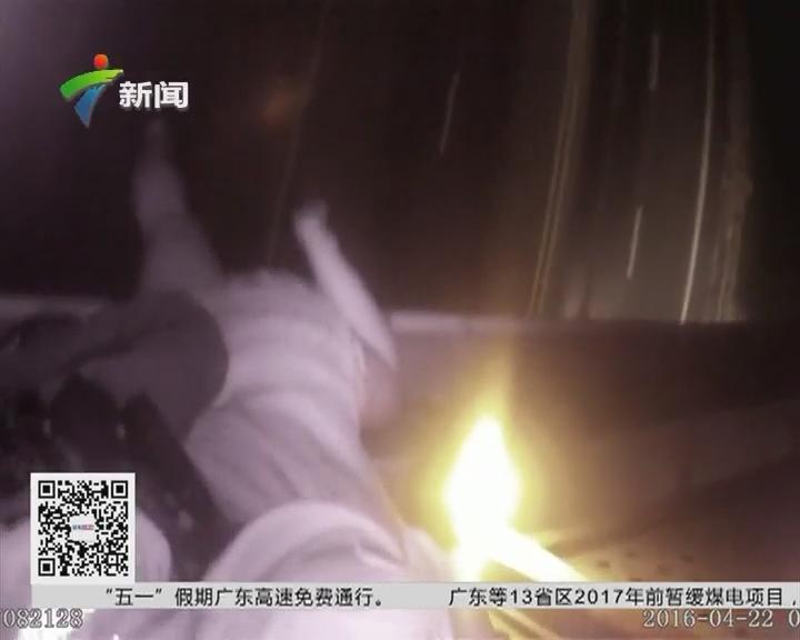 佛山:女子跳桥轻生 警民合力救援