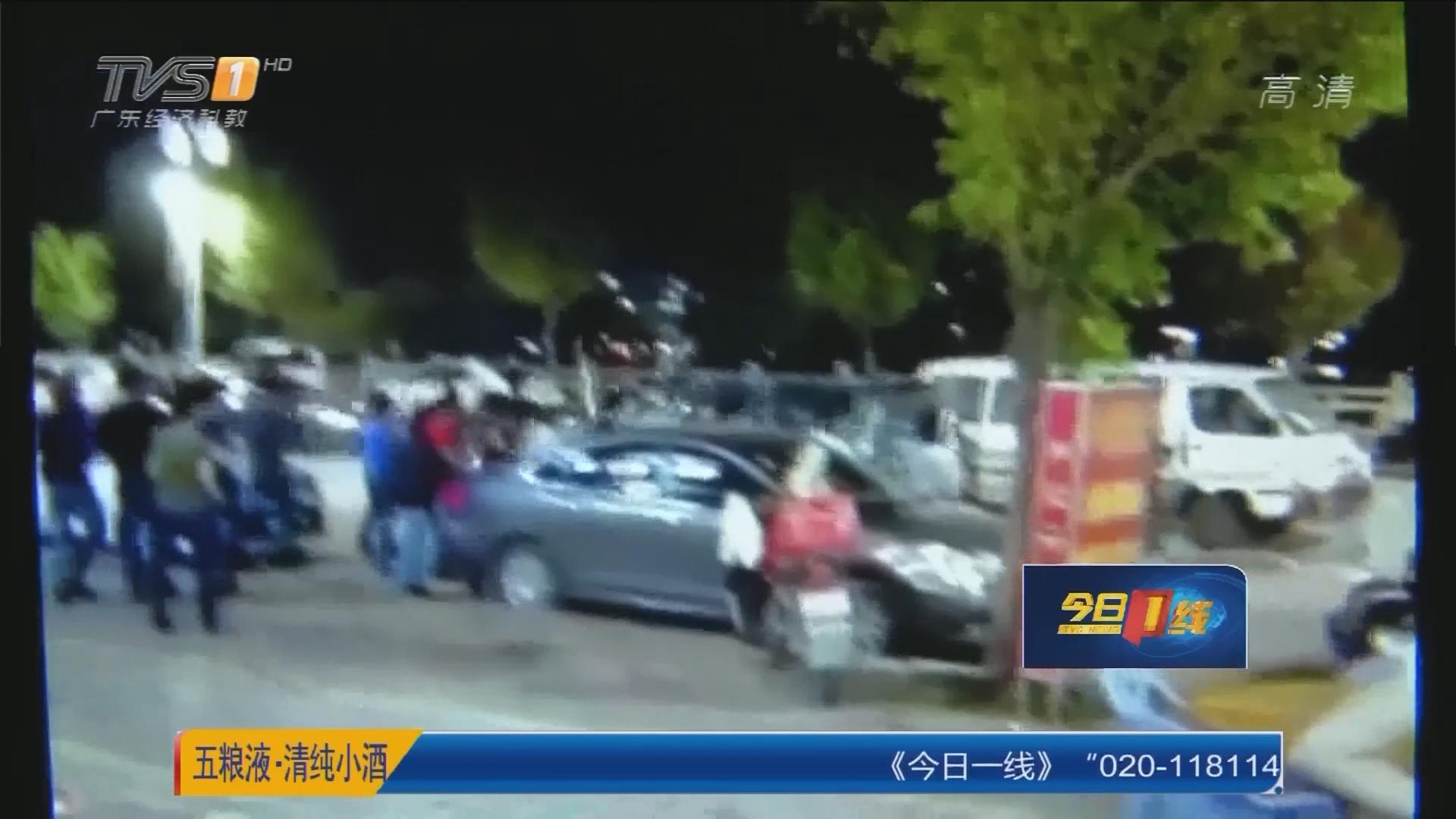 河源龙川:惊悚!数十男子当街械斗 警方制止