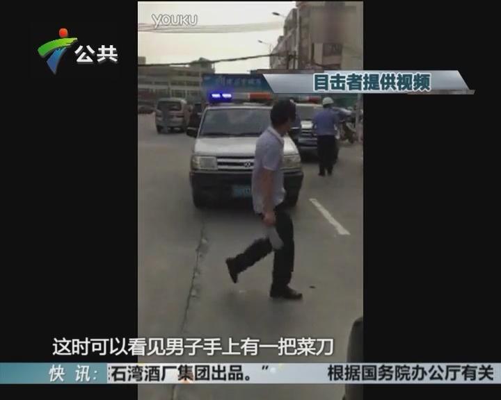 阳江:城管执法 被小贩持刀追赶