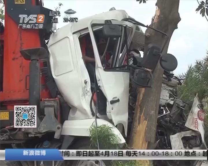 惠州:高速路货车侧翻 造成一死一伤