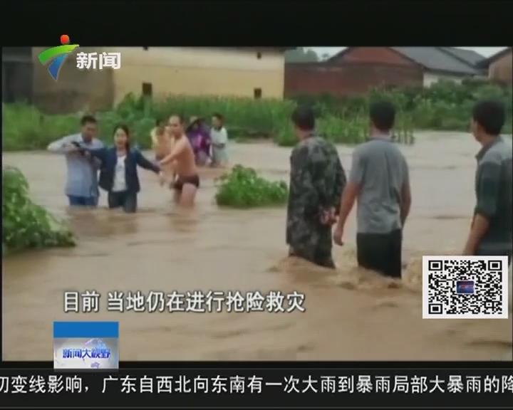 广西金秀:暴雨引发山洪 县城内涝游客被困