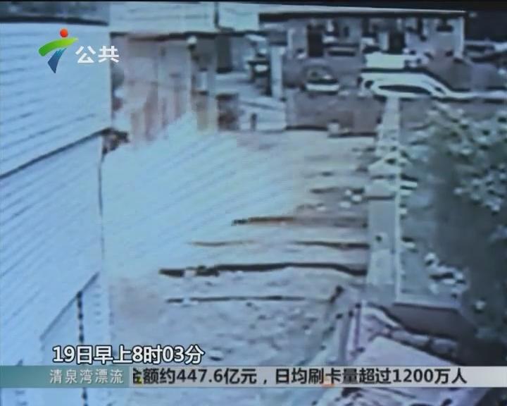 煤气爆炸烧伤父子俩 围观街坊合力施救