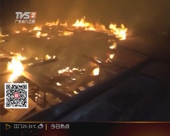 中山南头镇:工地楼顶起火 消防员负重攀爬灭火
