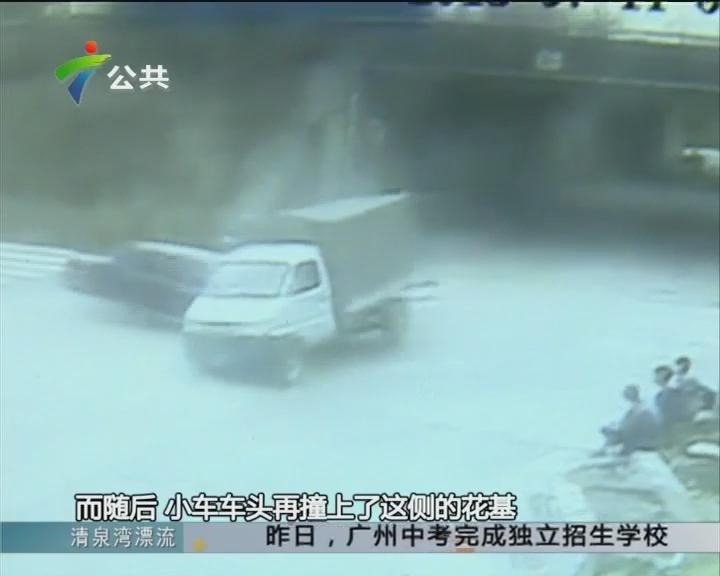 佛山:小车疑冲红灯撞货车 致四名路人受伤