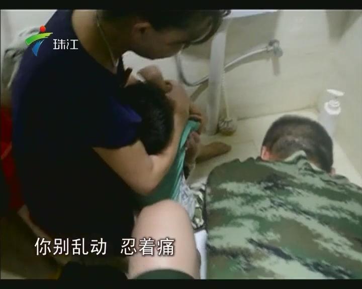 揭阳:5岁男童脚卡便池 消防员出手相救