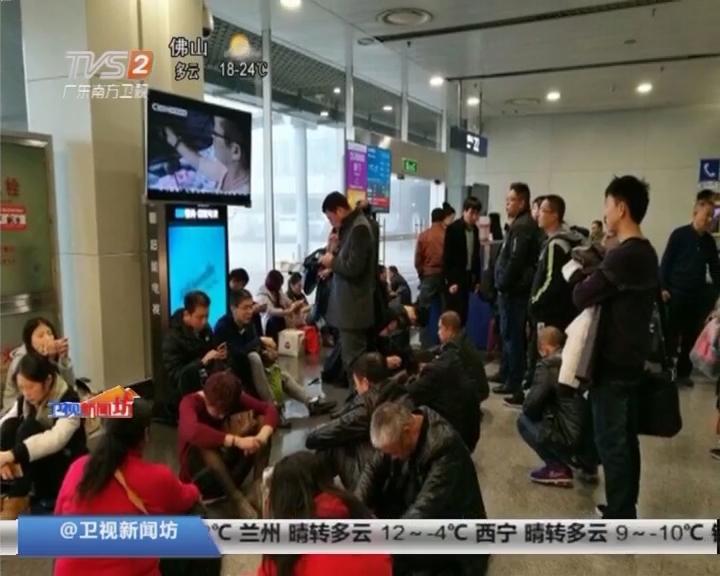 四川成都:浓雾袭击成都双流机场