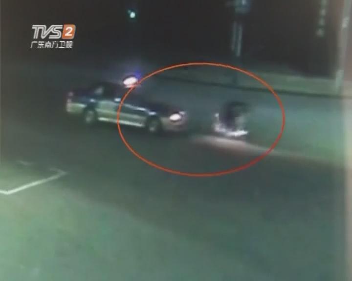 摩托车狂飙 驾驶员被撞飞